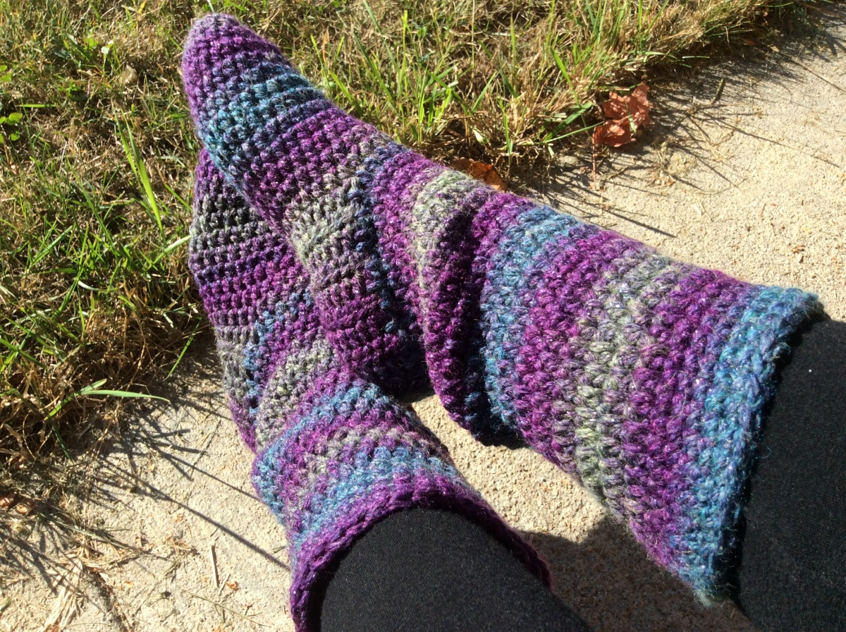 How to make basic crocheted slipper boots: UPDATED free pattern in women's sizes S-M-L